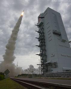 """""""An Atlas launch & a very surprised bird""""... (Ben Cooper)"""