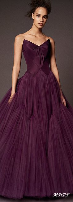 Georgeous dress from Zac Posen Pre-Fall 2018 Glamour, Look Fashion, Fashion Outfits, Belle Silhouette, Evening Dresses, Prom Dresses, Formal Gowns, Beautiful Gowns, Elie Saab