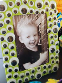 Halloween party gift for kids hve tehm decorate frame with halloween stickers and googly eyes and pic can be them i their costume