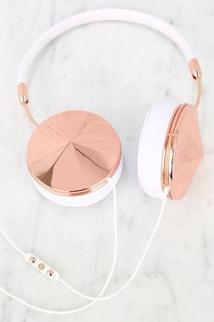 Need these rose gold headphones.