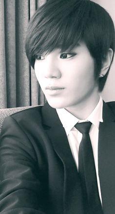 Its amazing how Korean guys can look so beautiful! <3 haha! #Sungjong