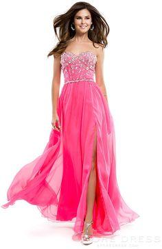 Un vestido rosa con el largo perfecto para cualquier evento formal de noche.  #dress #glamour #vivalochic #moda #estilo