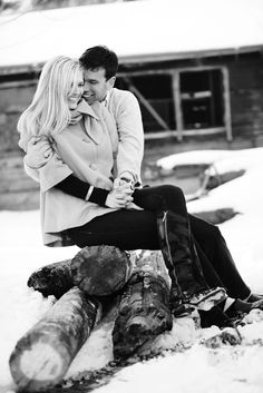 cute snowy engagement picture #wedding #engagement