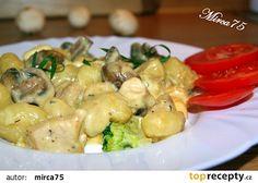 Zapečené gnocchi se žampiony,kuřecím masem a uzeno - sýrovou omáčkou recept - TopRecepty.cz Gnocchi, 20 Min, Potato Salad, Food And Drink, Menu, Potatoes, Chicken, Ethnic Recipes, Treats