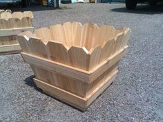 Cedar fence picket planter boxes for your garden. Cedar fence picket planter boxes for your garden. Cedar Planters, Diy Planter Box, Wooden Planters, Diy Planters, Diy Wood Projects, Garden Projects, Wood Crafts, Woodworking Projects, Woodworking Workbench