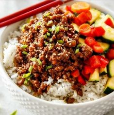 Pretty good, but a little salty, even with the low-sodium soy sauce. Budget friendly Korean Beef Bowls on your table in less than 30 minutes, bursting with flavor and one of the absolute easiest meals you will ever make! Korean Beef Bowl, Korean Ground Beef, Korean Food, Korean Bbq, Ground Beef Stir Fry, Korean Diet, Veggie Recipes, Asian Recipes, Healthy Recipes