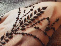 By @hennabilge #mehndiart #mendhi #mehendi #mehendiart #hennaartist #hennadesign #mehndiartist #mehndidesign #hennafun #hennalove #hennaobsessed #hennaobsession #hennatattoo #beautiful #love #art #instahenna #instaart #artist #hennaparty #hennainspo #inspiration #hennaworld #hennainspiration #eleganthenna #simplehenna #details #closeup #mehndinight