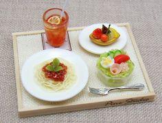 Lunch Set [espaguetis]LAS MEDIDAS DE LA BANDEJA SON 2.7 X 3.5 CM   APROX.  LINDAS!!!