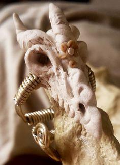 Bague Dragon fil aluminium argenté et pate polymère,chaman,tribal,ethnique,médiéval,rock,boho,dentelle,celtique,wire,crochet,viking,goth de la boutique feefactory sur Etsy