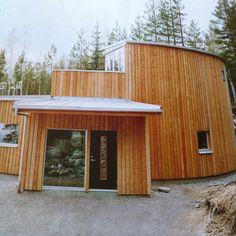 Curved timber house in Sweden. Www.kjellgrenkaminsky.se