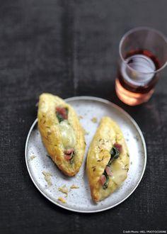 Des feuilletés aux épinards et au jambon à servir avec une salade fraîche. La promesse d'un dîner rapide et réussi !
