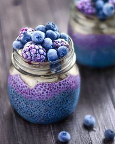 "25.3b Beğenme, 288 Yorum - Instagram'da J o s e (@naturally.jo): ""Layered breakfast jars! These ones are filled with 2 layers of chia pudding: blue colored…"""