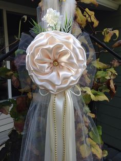 Satin and Tulle Pearls White Flower Peony Elegant Wedding Bows Pew ...