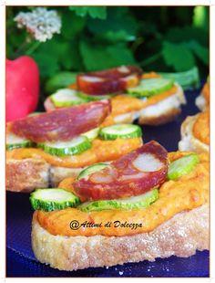 BRUSCHETTE AL PEPERONE E SALAME PICCANTE  / BRUSCHETTE IN PEPPER AND SPICY SALAMI