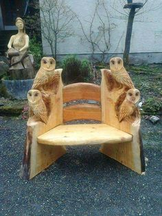 Owl projects are full of DIY world. Here is another ideas for making cut owl decoration — Wood carving. The post The Perfect DIY Wood Carving Owl appeared first on The Perfect DIY. Tree Carving, Wood Carving Art, Wood Carvings, Chainsaw Carvings, Owl Crafts, Log Furniture, System Furniture, Outdoor Furniture, Garden Furniture