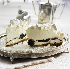 Unser beliebtes Rezept für Schneeflocken-Torte mit Amarena-Kirschen und mehr als 55.000 weitere kostenlose Rezepte auf LECKER.de.