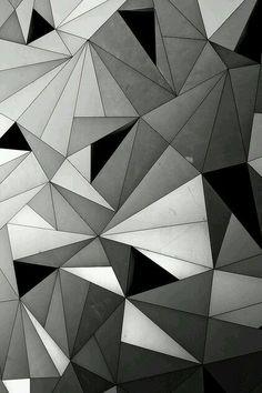 Có vô số khối tam giác chồng lên nhau. Có vô số mảng liên kết tạo thành trong tôi. Nhưng lại không bằng phẳng. Mà gồ ghề, sắc nhọn, khập khiễng. Chính nó đã tạo nên con người tôi