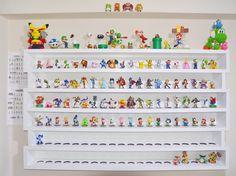 DaddiLifeForce - The Power of Lego - Gamer House Ideas 2019 - 2020 Toy Box With Bookshelf, Wall Mounted Bookshelves, Shelves In Bedroom, Bookshelf Design, Amiibo Display, Funko Pop Display, Toy Display, Display Shelves, Display Ideas