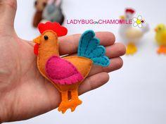 WWW.LADYBUGONCHAMOMILE.COM - plus de photos ici !  Animaux de ferme miniatures aimant et les choses, en feutre, farcis avec du polyester