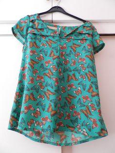 Blusa de mariposas. Talla XL (estrecha)  9,95 + gastos envío
