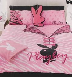 I have a playboy comforter, its old now, want another one, this one is so cute, much cuter than mine! Room Ideas Bedroom, Bedroom Sets, Bedroom Decor, Dream Rooms, Dream Bedroom, Vans Online, Playboy Logo, Girl Boss Quotes, Playboy Bunny