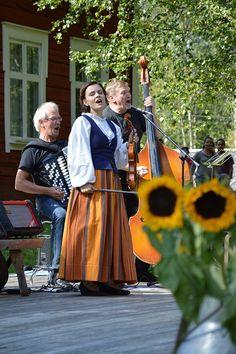 Juhlien musiikista vastaa Oulun Pammaus. Luuppi, Oulu (Finland)