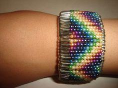 Safety Pin Bracelet, Safety Pin Jewelry, Wire Jewelry, Jewelry Crafts, Beaded Jewelry, Handmade Jewelry, Beaded Bracelets, Safety Pin Art, Safety Pin Crafts