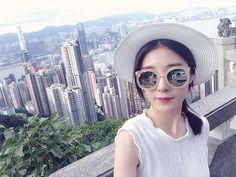 . 피크트램인가  암튼 그거 타고 꼭대기 올라가서 음 멋있더구만👍🏻 잠깐 소나기오고 그치니까 시원하고 더 잘보임🙉 . . #selfie#휴가#여름휴가#여행#해외여행#hongkong#홍콩#홍콩여행#피크트램#빅토리아피크#침사추이전경#홍콩전경#멋있어#👍🏻#🙊