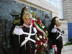 Celebrazione primo maggio - anno 2010 Corrazzieri al monumento dei caduti sul lavoro