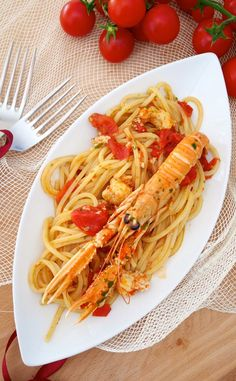Italian food will be very important to you during and after your Italy vacation. Most people are usually surprised by the diversity of food in Italy Popular Italian Food, Best Italian Dishes, Italian Recipes, Italian Foods, Chicken Salad Recipes, Seafood Recipes, Pasta Recipes, Linguine, Gastronomia