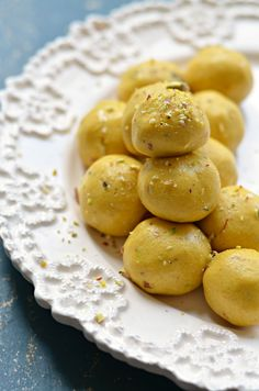 These Indian chickpea flour sweet balls are a must for any festive or special occasion. So easy to prepare low GI and Gluten free Indian Dessert Recipes, Indian Sweets, Indian Snacks, Sweets Recipes, Cooking Recipes, Free Recipes, Indian Recipes, Vegan Recipes, Sweet Desserts