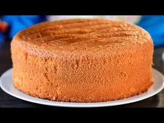 Recept na nadýchaný piškotový dort – perfektní dort!| Chutný TV - YouTube Food Cakes, Bolo Grande, Cake & Co, Baking Tins, Cake Ingredients, Cake Tins, Cornbread, Brown Sugar, Cake Recipes