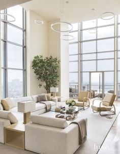 An airy Los Angeles penthouse's