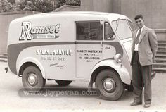 Morris J Van - not big, but big enough Antique Trucks, Vintage Trucks, Big Trucks, Ford Trucks, Truck Lettering, Old Lorries, Panel Truck, Morris Minor, Ho Trains