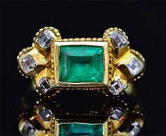 Beautiful and rare gold ring composed of a central rectangular Colombian emerald , flanked by diamonds. The ring is engraved on the waist with a floral motif originally enamelled black ( remaining traces) . Western Europe , around 1660 to 1680 .