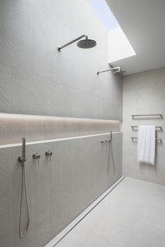 Bad Inspiration, Bathroom Inspiration, Modern Shower, Modern Bathroom, Contemporary Shower, Best Bathroom Lighting, Stone Bathroom, Shower Niche, Feature Tiles