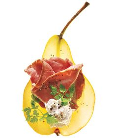 Easy and healthy snack: Roast beef and horseradish cream on pear. Swap roast beef for prosciutto and horseradish for cambrazola or Stilton Easy Snacks, Healthy Snacks, Healthy Eating, Healthy Recipes, Healthiest Snacks, Snacks Ideas, Yummy Snacks, Clean Eating, Roast Beef And Horseradish