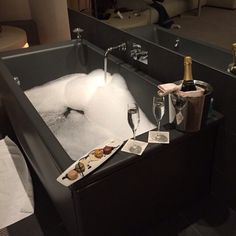Araceli i'm getting your bubble bath all ready for ya! Comida De Halloween Ideas, Der Computer, Luxe Life, Sugar Baby, Bubble Bath, Humble Abode, Luxury Lifestyle, Decoration, Luxury Cars