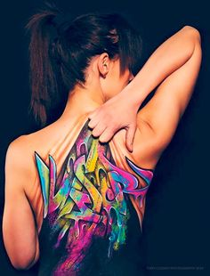 #Creative #Painting on #Woman's Back Will Make Your #Skin Crawl – It took an artist about 3.5 hours to complete this awesome painting and if you're wondering what it says, the word is 'wiser.' Meaning, it might be wiser to use paint than to get a permanent #tattoo on your back. lol