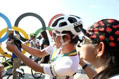 Colombia antes de una carrera de bici. | Estos atletas merecen una medalla de oro por sus selfies