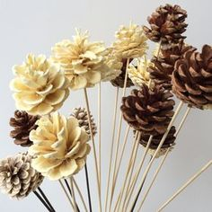 35 Ideas wood crafts christmas pine cones for 2019 Nature Crafts, Fall Crafts, Diy And Crafts, Crafts For Kids, Arts And Crafts, Pine Cone Art, Pine Cone Crafts, Christmas Pine Cones, Christmas Crafts