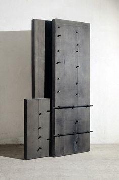 04-014 Architetture n.170, 2004, Cemento e ferro , 252 × 140 × 42 cm