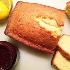 Recept voor zelfgemaakte citroencake. Bijna net zo lekker als wanneer oma 'm zou bakken. En hiervoor heb je geen kant-en-klare cakemix nodig.