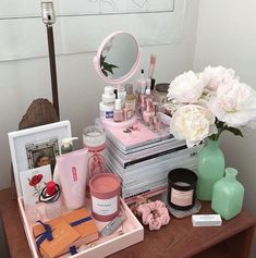 Overly crowded or beautifully cluttered? / Bought myself some peo - Chanel Skincare - Ideas of Chanel Skincare - Overly crowded or beautifully cluttered? / Bought myself some peonies today in celebration of getting As in Bus. Uni Room, Dorm Room, Mode Pastel, Ideas Dormitorios, Aesthetic Room Decor, Room Goals, Dream Apartment, Beauty Room, Beauty Desk