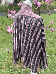 Persephone Cape Crochet Cape Pattern, Crochet Shawl, Crochet Patterns, All Free Crochet, Crochet Top, Crochet Style, Different Crochet Stitches, Poncho Outfit, Lion Brand Yarn