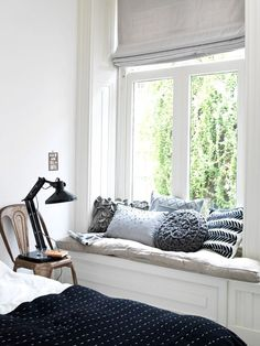 Window seats add charm and character to a home. I have two window seats at the front of my home. One is in the guest bedroom and the other one is in my home office. Today I have some inspiration and ideas to consider when styling your window seat. Small Living, Home And Living, Living Rooms, Sweet Home, Bedroom Windows, Bay Windows, Style At Home, Home Fashion, My New Room