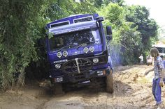 Great website! Aminah avoiding bog holes while overlanding through the Forest Region of #Guinea (photo from passenger Ian Grieve)