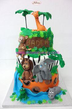 Tarta animales selva  - Tartas infantiles #ameliabakery.com