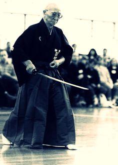 PARTAGE OF SAMURAI........ON FACEBOOK........ Samurai Art, Samurai Swords, Samurai Warrior, Japanese Face, Japanese Sword, Sword Drawing, Indian Yoga, Warrior Costume, Japanese Warrior