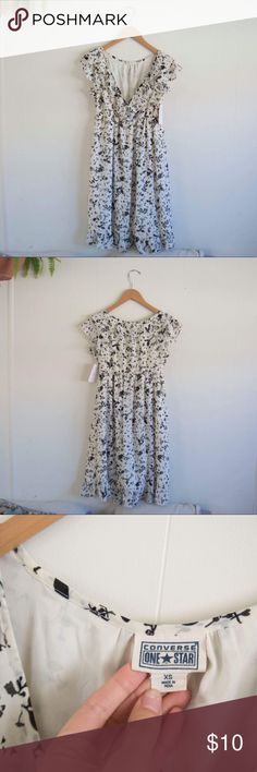 Cute summer dress Was a gift but isn't really my style. From a secondhand boutique in Davis 😊 please ask any questions before purchasing! Converse Dresses Mini